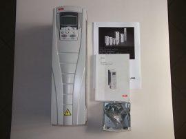 Frekvenciaváltó, inverter, 11/7,5 kW, 3~ 380-480VAC be, 3~ 0-480VAC 0-500Hz ki, ABB ACS550-01-023A-4+J404, ACS-CP-A, + billentyűzet