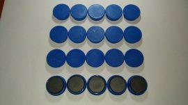 Táblamágnes, hűtőmágnes, tartómágnes, kék, 50db/csomag, 38mm átmérő, 12mm vastag, hansawerke 7538-07, erős, síkra merőleges húzóerő 2,5kg, bruttó 150.-Ft/db, Stroncium-Ferrit korong mágnes