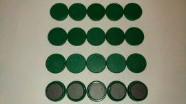 Táblamágnes, hűtőmágnes, tartómágnes, zöld, 50db/csomag, 38mm átmérő, 12mm vastag, hansawerke 7538-15, erős, síkra merőleges húzóerő 2,5kg, bruttó 150.-Ft/db, Stroncium-Ferrit korong mágnes