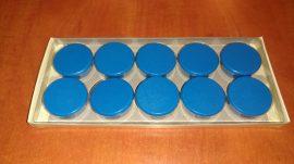 Táblamágnes, hűtőmágnes, tartómágnes, kék, 10db/doboz, 38mm átmérő, 12mm vastag, hansawerke 7538-07, erős, síkra merőleges húzóerő 2,5kg, bruttó 200.-Ft/db, Stroncium-Ferrit korong mágnes