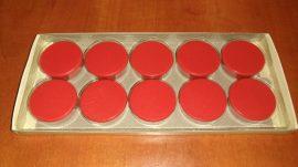 Táblamágnes, hűtőmágnes, tartómágnes, piros, 10db/doboz, 38mm átmérő, 12mm vastag, hansawerke 7538-03, erős, síkra merőleges húzóerő 2,5kg, bruttó 200.-Ft/db, Stroncium-Ferrit korong mágnes