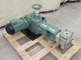 Dugattyús adagolószivattyú, adagoló pumpa, élelmiszer és vegyipari felhasználásra, állítható dugattyú lökethosszal, 380 VAC 1,5kW, kb. 336,5 liter/h