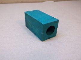 Csőrögzítő betét, zöld műanyag csőbilincs, kengyel, 18 mm-es külső átmérőjű csőhöz, nyerges talp, géptalp, rezgéscsökkentő, csúszásgátló.