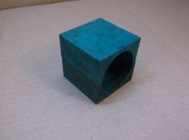 Csőrögzítő betét, zöld műanyag csőbilincs, kengyel, 50 mm-es külső átmérőjű csőhöz, nyerges talp, géptalp, rezgéscsökkentő, csúszásgátló.