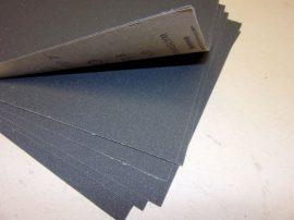 """Csiszolópapír, csiszolólap, A4, Debray 230x280 mm (9"""" x 11""""), Latex P220 CB5, vízálló, Szilícium-karbid (Klingspor PS 11 A) G=220, bruttó 80.-Ft/db, 50db/csomag."""