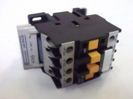 Mágneskapcsoló RC modullal 220VAC, 4 pólusú (4 záró) 10A Telemecanique CA2 DN40-M7