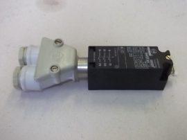 Ajtónyitás kapcsoló, végállás kapcsoló 3 pólusú (3xNC) 660VAC 10A, Cema 114FCT03