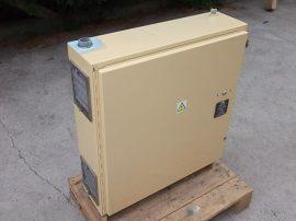 Elektromos elosztó szekrény ventillátorral, retesszel, 77x77x24 cm